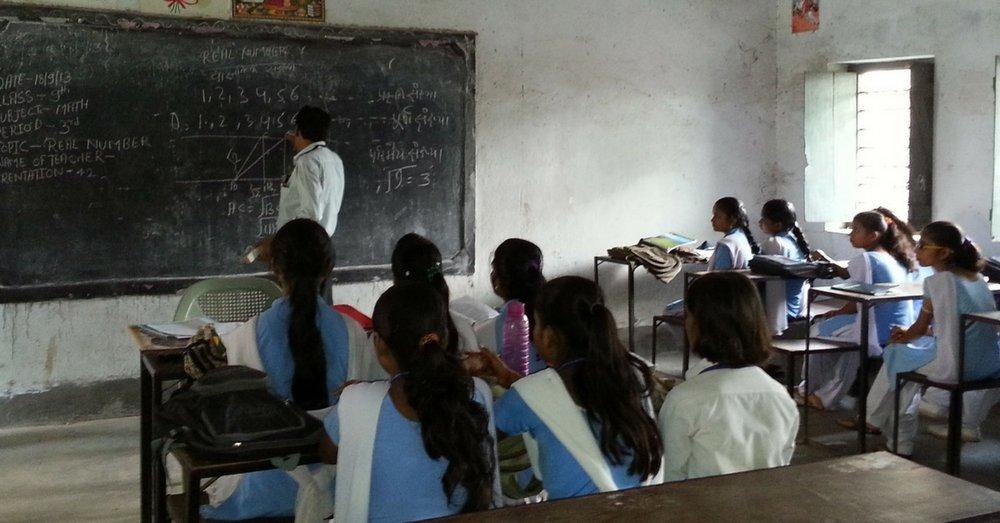 उत्तराखंड सहित देशभर के हज़ारों शिक्षकों की नौकरी पर लटकी तलवार