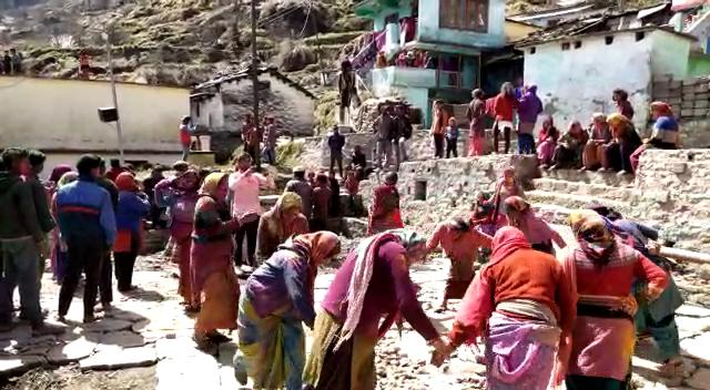 जोशीमठ में धूमधाम से मनाया गया होली का त्योहार
