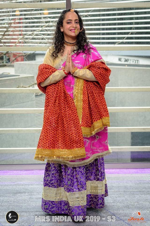 मिसेज इंडिया यूके प्रतियोगिता में सौम्या पंत ने रैंप पर बिखेरी उत्तराखंडी संस्कृति की झलक