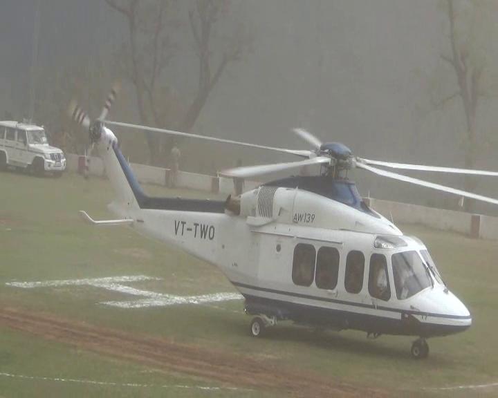 आचार संहिता को देखते हुए राजनाथ सिंह के हेलीकॉप्टर की तलाशी