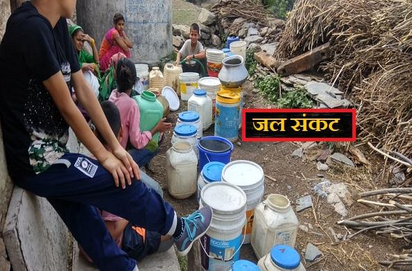 जौनपुर के ठक्कर कुदाऊं गांव में पेयजल संकट
