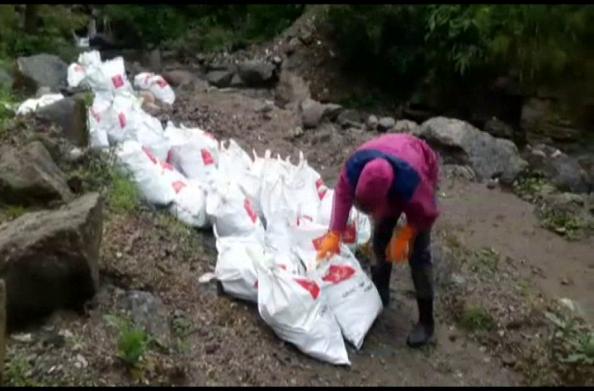 पर्वतारोहियों ने चलाया सफाई अभियान…  हिमालयी क्षेत्र से इकट्ठा किया 326 बैग कूड़ा
