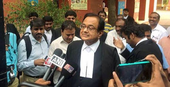LIVE: हंगामे के बीच सीबीआई ने पी चिदंबरम को गिरफ्तार किया