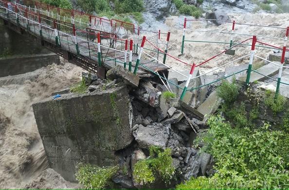 रूद्रप्रयाग में बारिश का कहर… उफान पर मंदाकिनी नदी… रामबाड़ा पुल क्षतिग्रस्त
