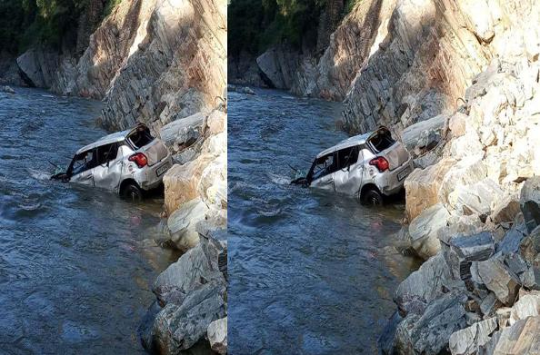कोटद्वारः नयार नदी में गिरी कार, पीडब्लूडी के इंजीनियर की मौत