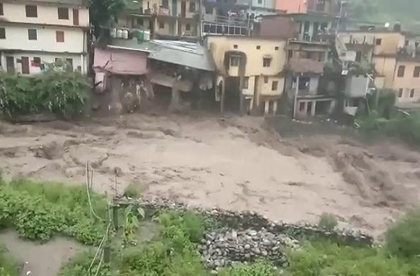 चमोली में प्रकृति का कहर, तीन लोगों की मौत