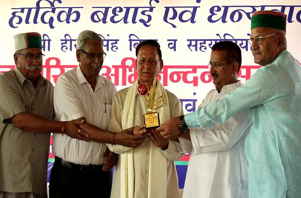 उत्तराखंड क्रिकेट एसोसिएशन को मान्यता मिलने पर हीरा सिंह बिष्ट का नागरिक सम्मान