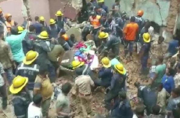 गुजरात: अहमदाबाद में तीन मंजिला इमारत ढही, एक की मौत