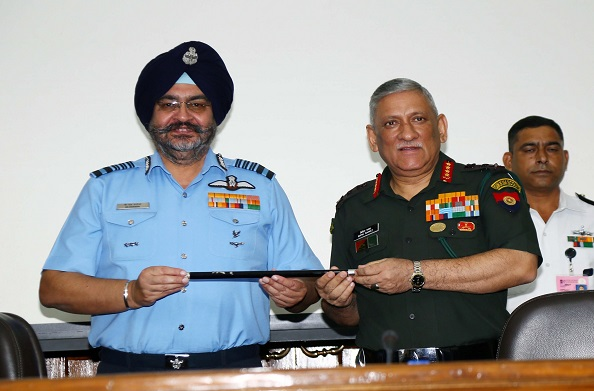 आर्मी चीफ जनरल विपिन रावत बने 'चीफ ऑफ स्टॉफ' कमेटी के चेयरमैन