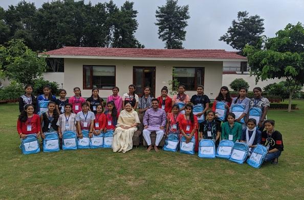 भारत दर्शन कर लौटे देवप्रायग विधानसभा के 55 मेधावी बच्चों को माता मंगला जी एवं भोले जी महाराज ने दिया आशीर्वाद