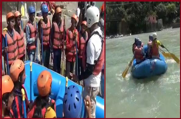 बागेश्वरः साहसिक पर्यटन को बढ़ावा देने के उद्देश्य से सरयू नदी में राफ्टिंग प्रशिक्षण शुरू