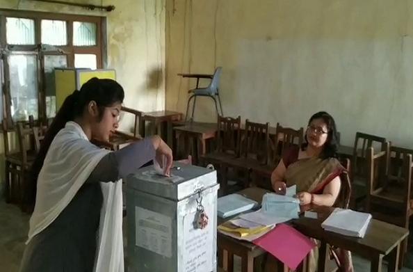बागेश्वर में कड़ी सुरक्षा के बीच छात्र संघ चुनाव के लिए मतदान शुरू