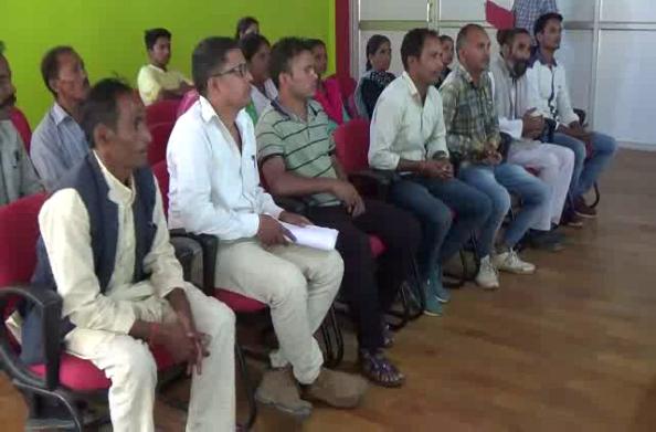 पंचायत चुनाव में नहीं आया 86 मतदाताओं का नाम… ग्रामीणों ने किया धरना प्रदर्शन
