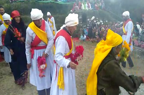 परसारी गांव में पितृ तर्पण के साथ बगड्वाल नृत्य का समापन