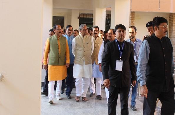 सीएम रावत ने अल्मोड़ा के मेडिकल कॉलेज का किया स्थलीय निरीक्षण