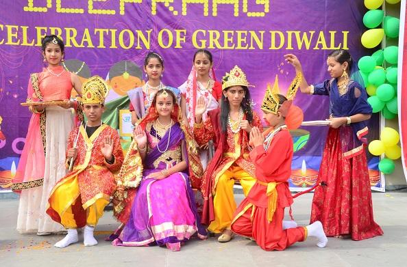 जिलाधिकारी ने किया डी. पी.एस हल्द्वानी लामाचौड़ में प्रदूषण रहित दिवाली का शुभारंभ