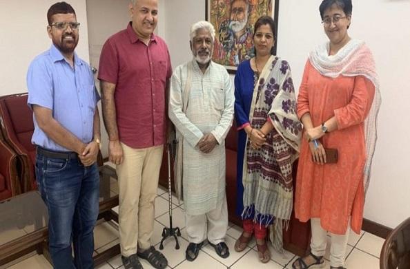 दिल्ली सरकार ने शुरू की गढ़वाली-कुमाऊंनी-जौनसारी भाषा अकादमी… उपाध्यक्ष बने लोकगायक हीरा सिंह राणा
