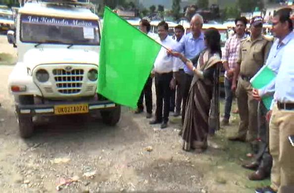पंचायत चुनाव के लिए पोलिंग पार्टियां रवाना… डीएम रंजना राजगुरू ने दिखाई हरी झंडी