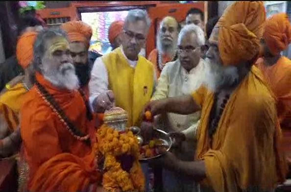 सीएम त्रिवेंद्र ने रवाना की छड़ी यात्रा… दशनाम जूना अखाड़े की पहल पर शुरू हुई यात्रा