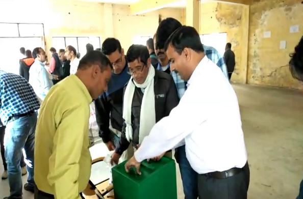 टिहरी: त्रिस्तरीय पंचायत चुनाव की मतगणना ट्रेनिंग