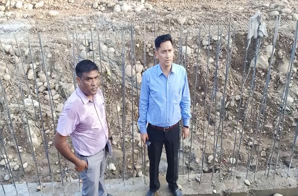 कुंभ मेलाधिकारी दीपक रावत ने किया निर्माणाधीन घाट का निरीक्षण