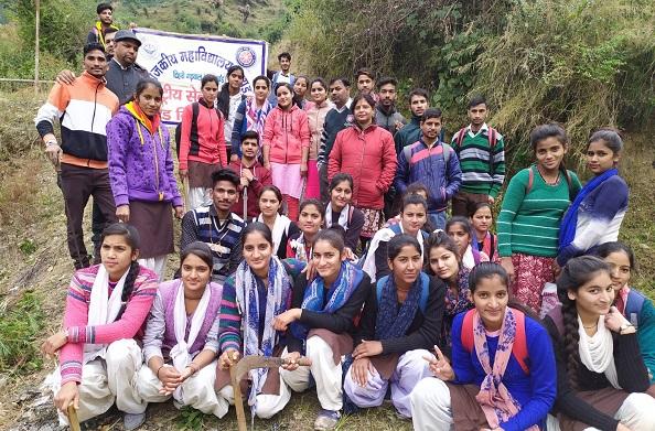 ग्रीन इंडिया क्लीन इंडिया अभियान के तहत महाविद्यालय के छात्रों ने चलाया स्वच्छता अभियान