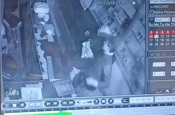 15 लाख की चोरी कर चोर फरार… सीसीटीवी में कैद हुई वारदात