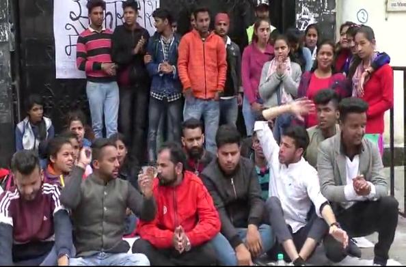 एमपीजी कॉलेज के छात्रों का प्रदर्शन… पांचवें दिन भी जारी है प्रदर्शन