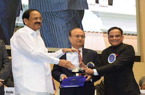 उपराष्ट्रपति एम वैंकेया नायडू ने उत्तराखंड को दिया मोस्ट फिल्म फ्रेंडली पुरस्कार