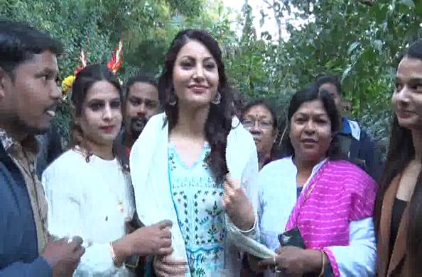 हरीश रावत विचार मंच ने किया बाॅलीवुड अभिनेत्री उर्वशी रौतेला का सम्मान