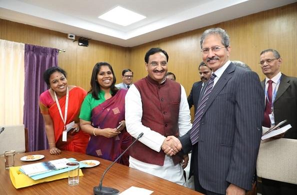HRD मंत्री निशंक पहुंचे चेन्नई… डीम्ड विश्वविद्यालय के कुलपतियों संग की बैठक