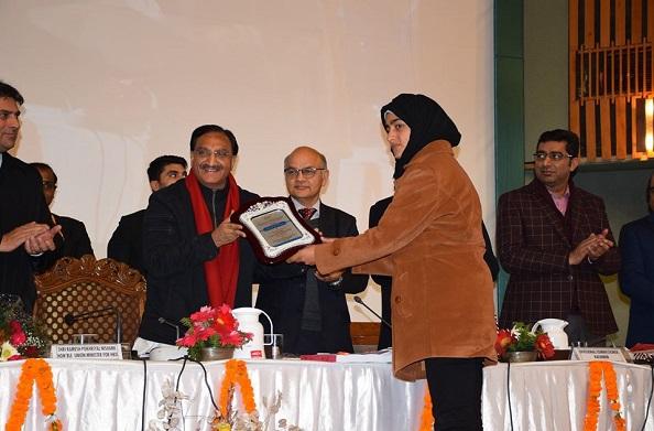 जम्मू-कश्मीर पहुंचे HRD मंत्री रमेश पोखरियाल 'निशंक', 25 स्मार्ट स्कूलों के उद्घाटन समारोह में लिया हिस्सा