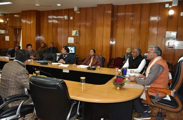 सीएम रावत ने ली प्रदेश में संचालित विभिन्न अशासकीय विद्यालयों को अनुदान दिये जाने सम्बन्धी बैठक