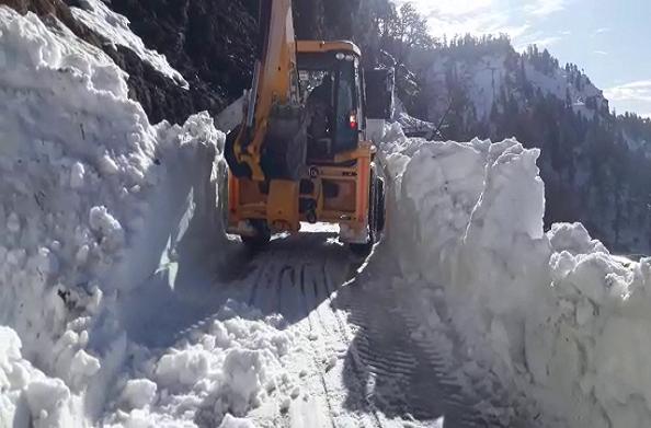 पिथौरागढ़: अभी भी दिख रहे हैं बर्फ के साइड इफेक्ट