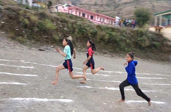 धनोल्टी: खेल महाकुम्भ 100 मीटर दौड़ में राहुल व आरती अव्वल