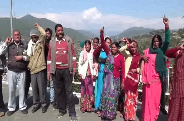 बागेश्वर: खड़िया खनन को लेकर ग्रामीणों में गुस्सा… कलेक्ट्रेट में जमकर किया प्रदर्शन
