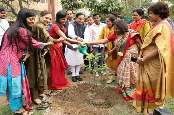 MHRD मना रहा महिला सप्ताह, गौरा देवी की याद में शास्त्री भवन में किया गया पौधरोपण