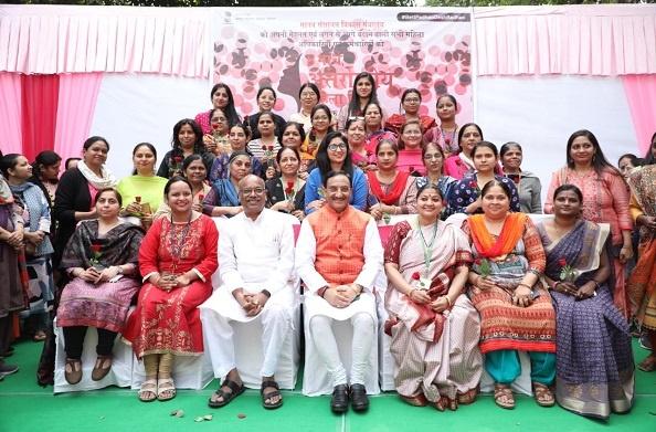 अंतर्राष्ट्रीय महिला दिवस के उपलक्ष में डॉ निशंक ने किया महिला कर्मचारियों का सम्मान