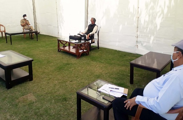 कोविड 19 को लेकर सीएम ने ली वरिष्ठ अधिकारियों के साथ बैठक