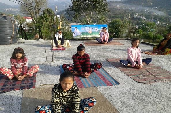 अल्मोड़ा: भास्कर जोशी ने लॉकडाउन में शुरू की छात्रों को ऑनलाइन शिक्षा देने की पहल