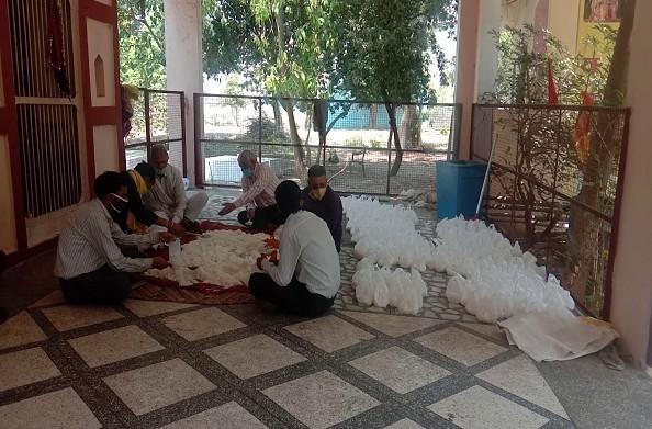 हरिद्वार: गरीबों की मदद कर रही हैं संस्थाएं… प्रतिदिन लोगों को भेजा जा रहा है राशन