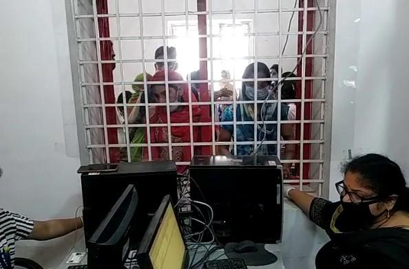 हरिद्वार: वायरल मैसेज से डाकखाने के बाहर लगी लंबी लाइनें… ये है वजह…