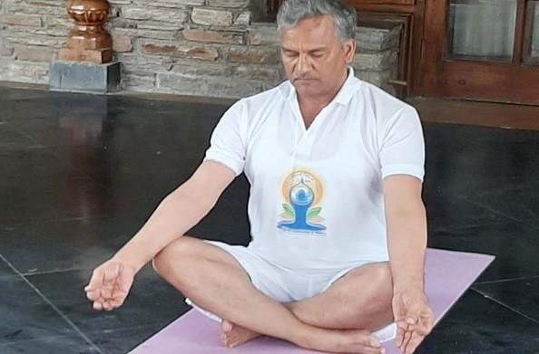 देहरादून: अंतरराष्ट्रीय योग दिवस पर सीएम रावत ने की लोगों से घर पर योग करने की अपील