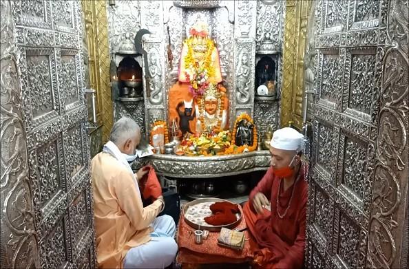 हरिद्वार: खुल गया मनसा देवी मंदिर… मंदिर को किया जा रहा सैनिटाइज