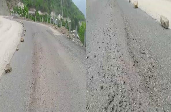 टिहरी: सड़क निर्माण की गुणवत्ता पर सवाल, कुछ दिनों में ही उखड़ने लगी सड़क