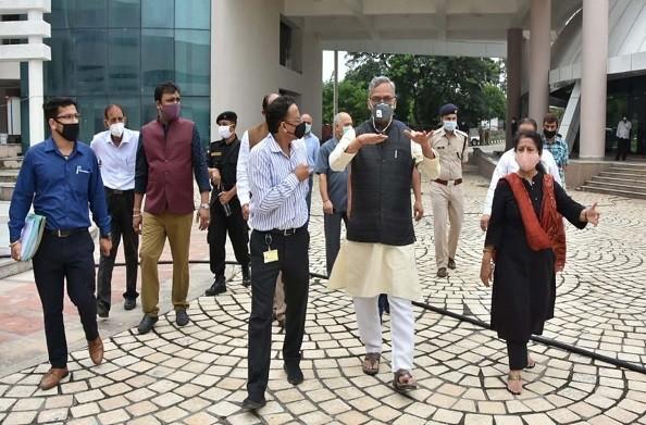 देहरादून: सीएम रावत ने संस्कृति विभाग के निर्माणाधीन प्रेक्षागृह और संग्रहालय का किया निरीक्षण