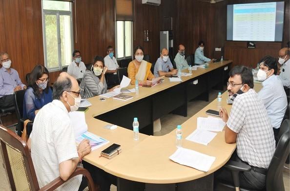 देहरादून: पूर्व निर्धारित परियोजनाओं का यथासमय पूर्ण होने पर अन्य योजनाओं को मंजूरी मिलने में मदद मिलेगी – मुख्य सचिव