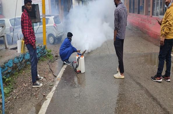 धनोल्टी: डेंगू से बचाव के लिए धनोल्टी में किया गया फ्यूमिगेशन