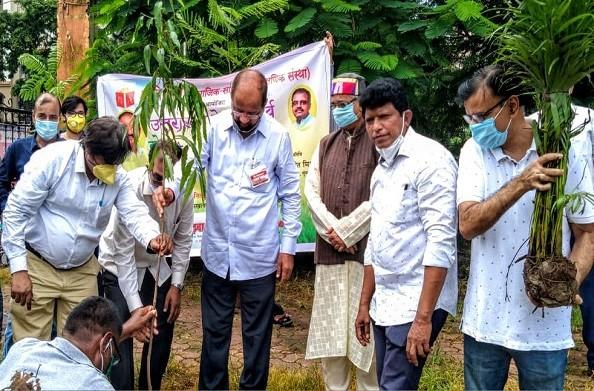 मुंबई में उत्तराखंड के लोक पर्व हरेला के अवसर पर वृक्षारोपण कार्यक्रम का आयोजन