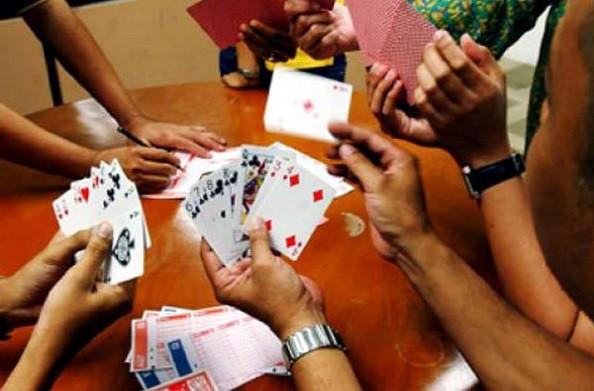 लॉकडाउन जैसे  दिनों में भी जुएबाजों का खेल जारी, सूरत के पांच अलग-अलग इलाकों से हुए 37 गिरफ्तार